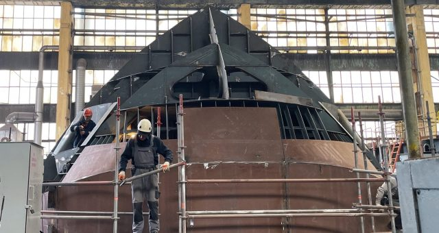 Powstają sekcje nowego statku pożarniczego Strażak-28
